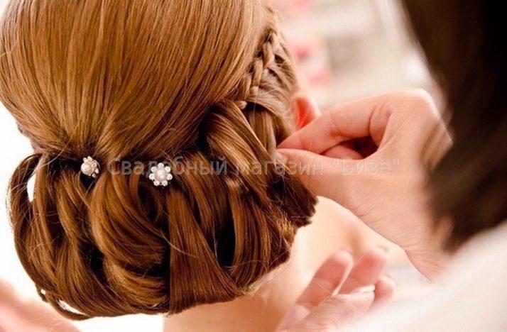 Причёски на выпускной со шпильками